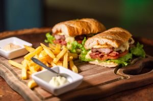 Dicas de Como Tirar Fotos de Comida: Delicioso Sanduíche em Composição